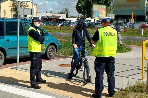 Czerwona strefa w całej Polsce. Zmiany w transporcie i korzystaniu z pojazdów