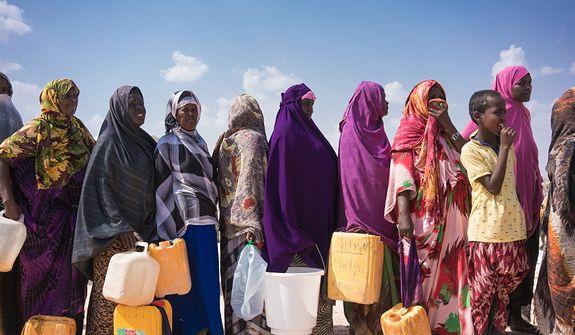 Kilometrowe wędrówki po wodę – trudna sytuacja mieszkańców wielu krajów Afryki