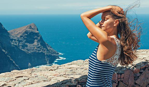 Słońce, morze i fryzura czyli jak dbać o włosy latem