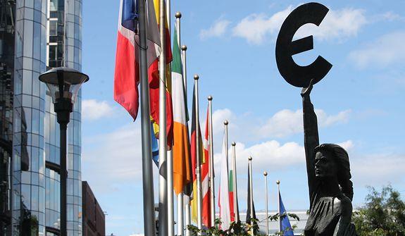 Zakrocki: Polska potrzebuje z UE pieniędzy, a będzie miała próbę sił [OPINIA]