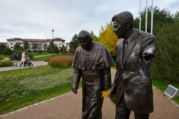 Zatrzymano mężczyznę, który zniszczył pomnik Ronalda Reagana w Gdańsku - WP  Wiadomości