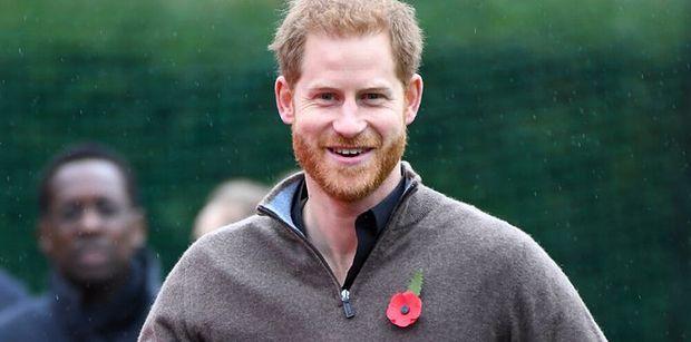 Zwyczajny książę Harry przyłapany podczas kupowania jedzenia na wynos w Vancouver. Poznalibyście go na ulicy? (ZDJĘCIA)