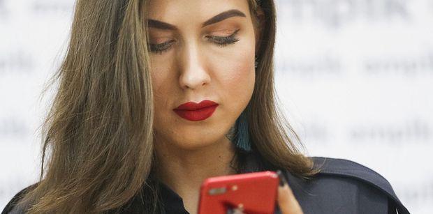 """Tajemnicza Deynn """"komentuje"""" zarzuty prezesa firmy kosmetycznej: """"Cierpliwość jest gorzka, ale jej owoce słodkie"""""""