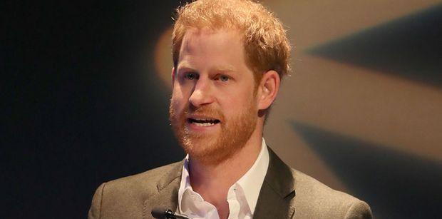 """""""Po prostu Harry"""" zarezerwował dla siebie CAŁY WAGON w pierwszej klasie podczas powrotu z ekologicznej konferencji"""