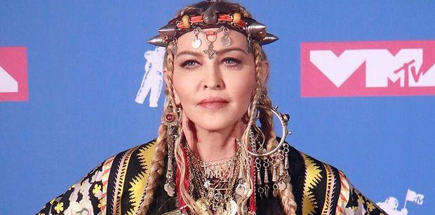 """Stanowcza Madonna walczy z dyskryminacją PO POLSKU: """"J*BAĆ RASIZM"""""""
