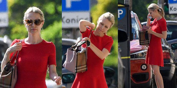 Blada Magdalena Ogórek snuje się po ulicach Warszawy z markową torebką na ramieniu (ZDJĘCIA)