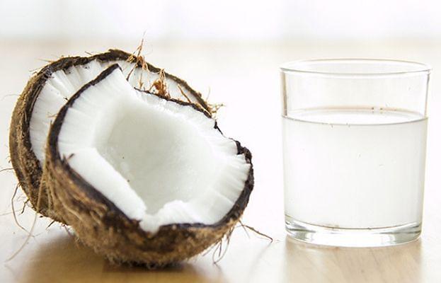 Woda kokosowa – czy warto ją pić?