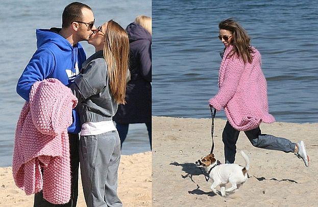 Chodakowska z mężem i psem nad morzem (ZDJĘCIA)