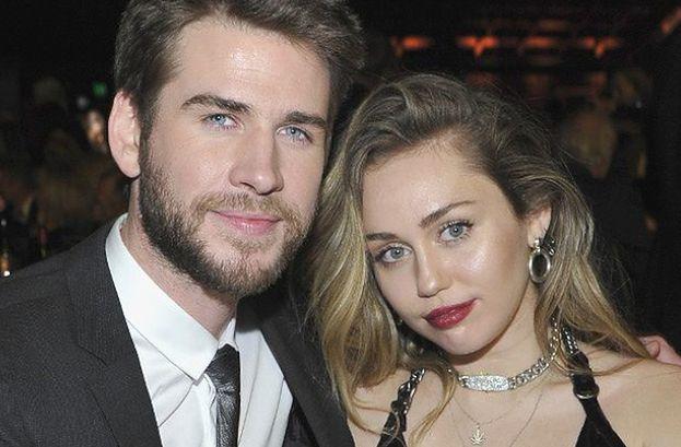 """Bliscy Miley Cyrus i Liama Hemswortha wierzą, że to nie koniec: """"Chcą, by dali sobie trochę czasu przed podjęciem ostatecznej decyzji"""""""
