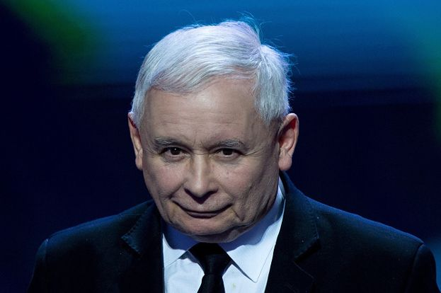 Miny Jarosława Kaczyńskiego na gali prawicowego tygodnika (FOTO)