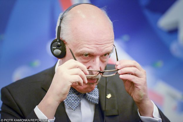 """Korwin-Mikke został ukarany za wypowiedzi o """"mniej inteligentnych kobietach""""! Stracił mandat i dietę poselską na... 30 DNI!"""