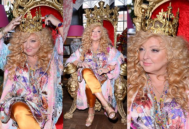 """""""Królewska"""" Magda Gessler w koronie siedzi na tronie na spotkaniu z dziennikarzami (ZDJĘCIA)"""
