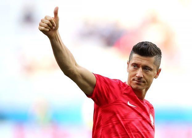 """Lewandowski skrytykowany przez popularny magazyn piłkarski: """"Najpierw całował na trybunach żonę, potem narzekał na brak jakości w drużynie"""""""