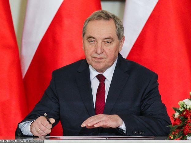 """Minister Kowalczyk żali się w radiu: """"Ministrowie zarabiają ZA MAŁO"""