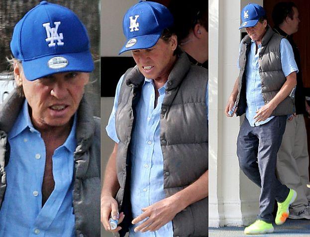 Wychudzony Val Kilmer wychodzi z hotelu w San Diego (FOTO)