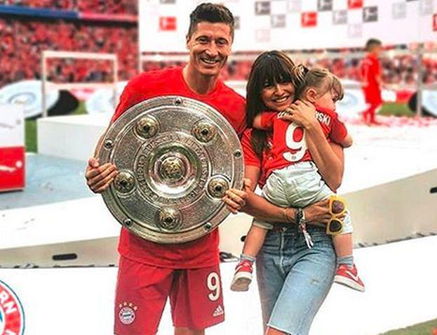 """Lewy cieszy się z mistrzostwa i chwali rodzinę: """"Zawsze są przy mnie i we mnie wierzą"""""""