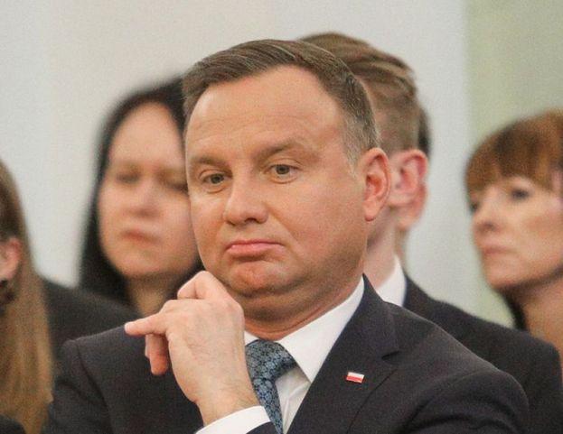 Wydatki Kancelarii Prezydenta RP: 30,5 tysiąca złotych na wstążki, prawie 160 tysięcy na dostawę telefonów...