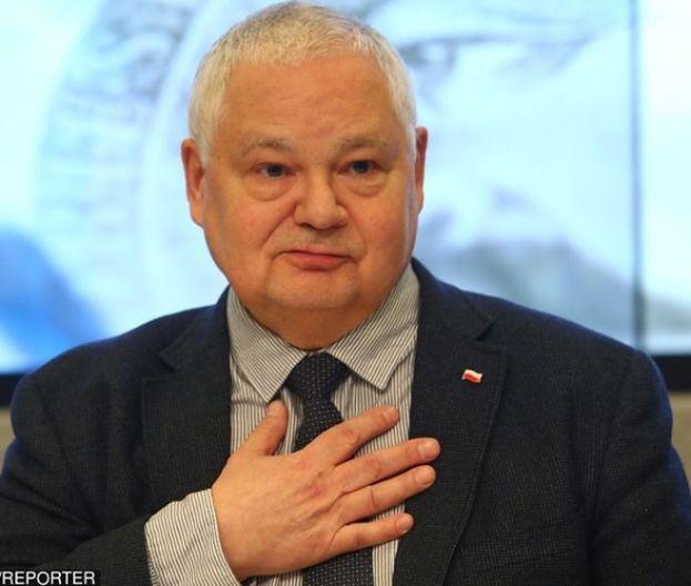 """Prezes NBP Adam Glapiński wypłacił sobie dodatkowe pół miliona? """"Reguluje to ustawa"""""""
