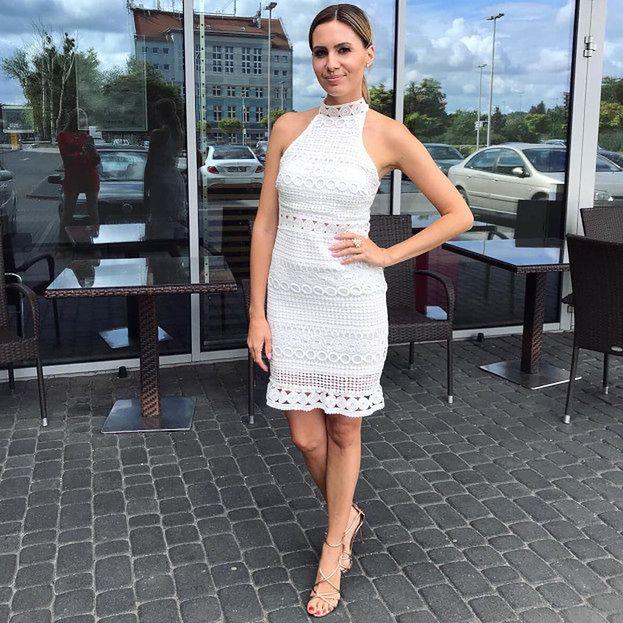 bb8497bed1 Agnieszka wygląda naprawdę dobrze. Śledzicie jej Instagramowe poczynania   Letnia obcisła sukienka powinna was do tego zachęcić.