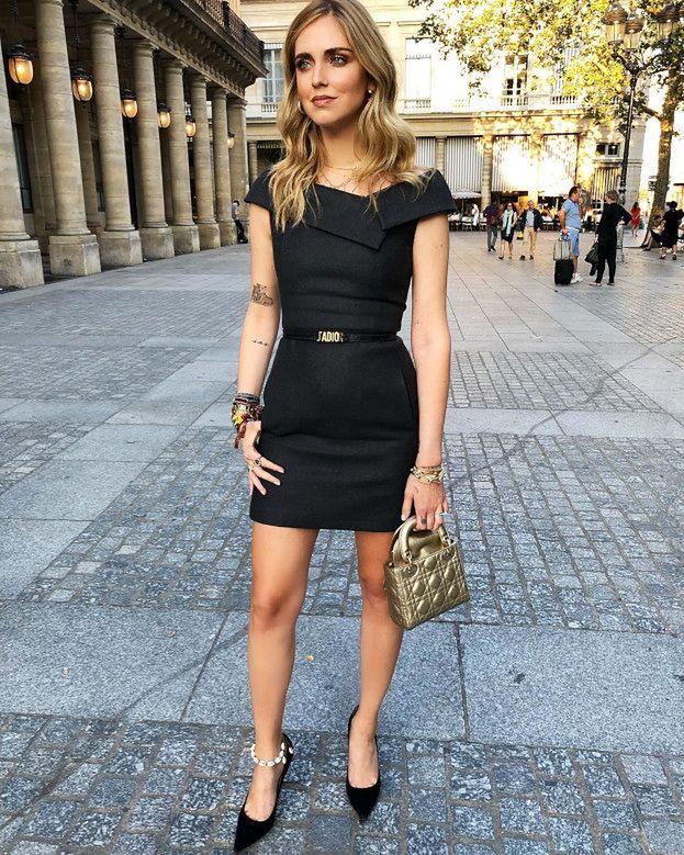 871b7d2322 Naszym zdaniem ta elegancka obcisła sukienka powinna znaleźć się we wszystkich  damskich garderobach.