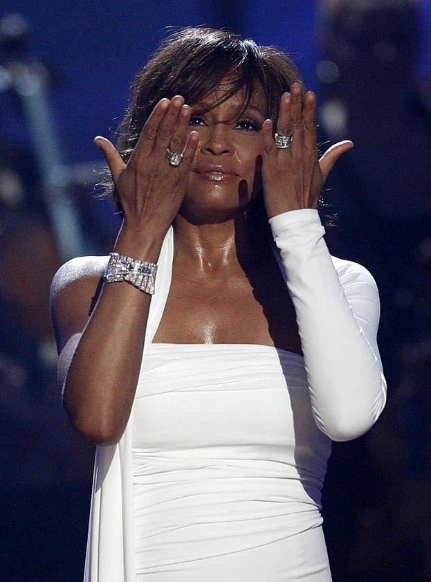 Koroner: Whitney miała ATAK SERCA i UTONĘŁA!