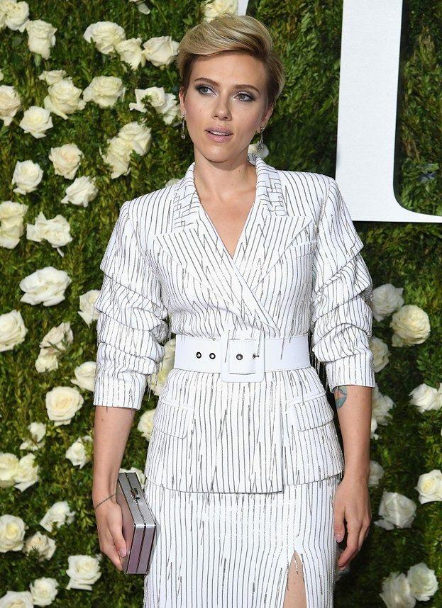 Uma Thurman W Czerni I Scarlett Johansson W Bieli Pozują Na