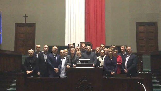 Krytyczne opinie na temat posiedzenia Sejmu z 16 grudnia. Nie opublikowano ich w internecie