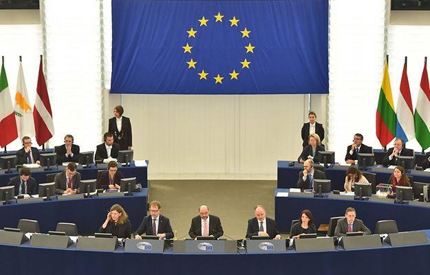 Sondaż CBOS: Zdaniem Polaków Unia Europejska wymaga reformy