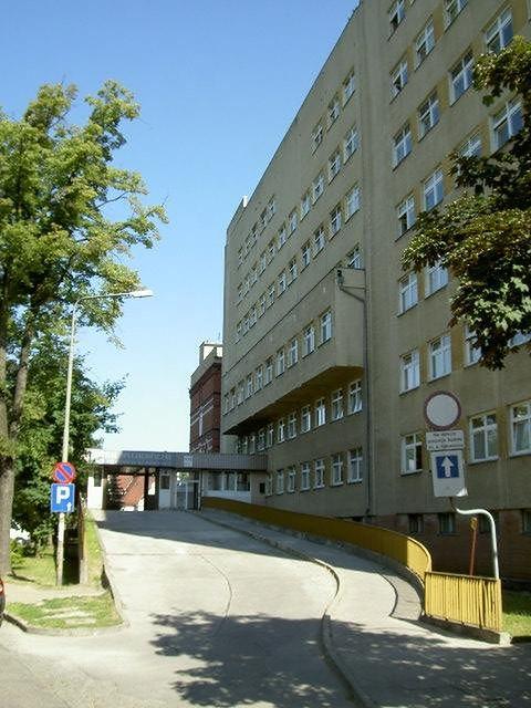 Wejście do Szpitala Specjalistycznego im. A. Falkiewicza we Wrocławiu