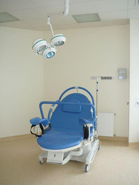 Łóżko porodowe w Szpitalu Miejskim im. Gabriela Narutowicza w Krakowie