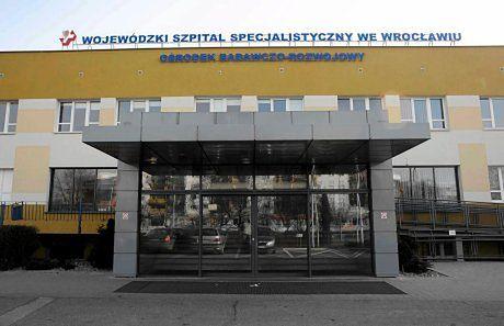 Wojewódzki Szpital Specjalistyczny we Wrocławiu widziany od frontu