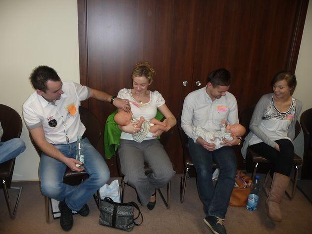 Zajęcia w Szkole Rodzenia MIŚ KULECZKA - trzymanie niemowlaka