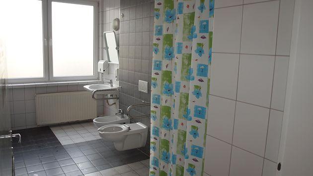 Łazienka w w Samodzielnym Publicznym Centralnym Szpitalu Klinicznym im. prof. Kornela Gibińskiego