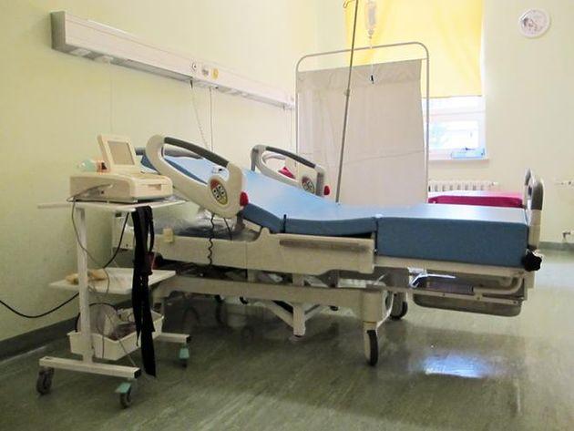 Aparat EKG i łóżko do badań w Szpitalu na Solcu