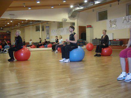 kurs z wykorzystaniem fit ball