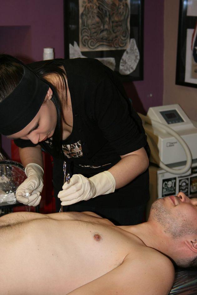 piercing w Paredo