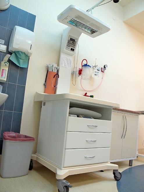 Miejsce do pielęgnacji noworodka na Oddziale Położniczym w Szpitalu Bielańskim
