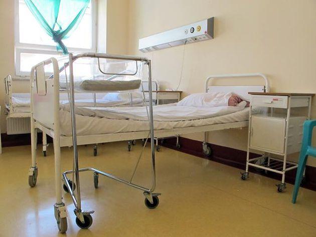 Łóżka na sali poporodowej w Szpitalu na Solcu w Warszawie