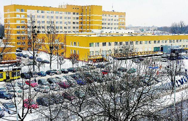 Wojewódzki Szpital Specjalistyczny we Wrocławiu - widok z perspektywy zimą