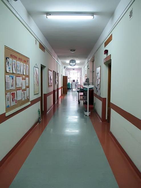 Korytarz w Szpitalu na Solcu w Warszawie