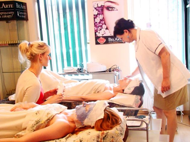 Podczas szkolenia uczestnicy zdobywają szeroką wiedzę z zakresu zdrowia i pielęgnacji urody oraz uczą się wykonywać konkretnych zabiegów.