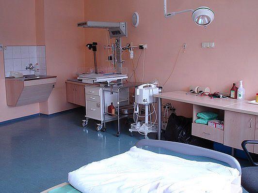 Sala porodowa morelowa w Szpitalu na Solcu w Warszawie