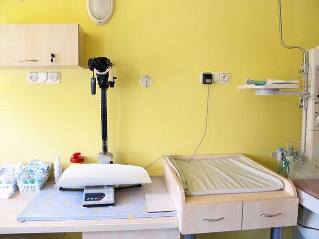 Tu się waży, bada i przewija noworodki w Szpitalu na Solcu w Warszawie