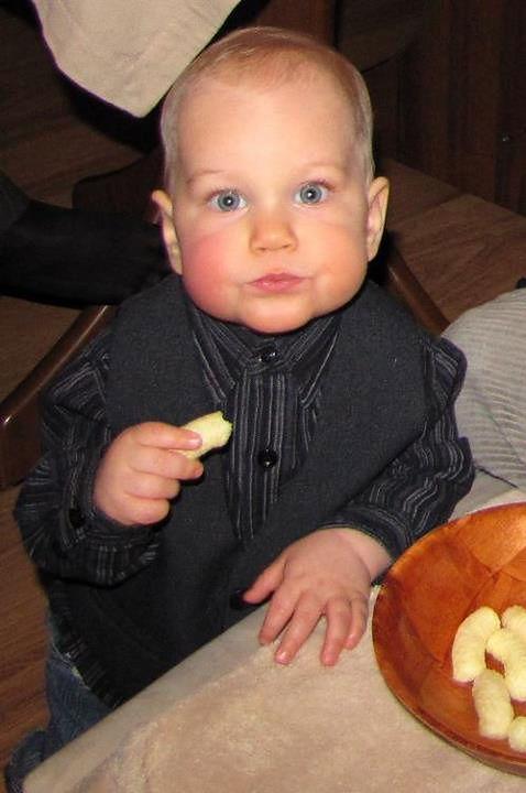 Jedzące dziecko