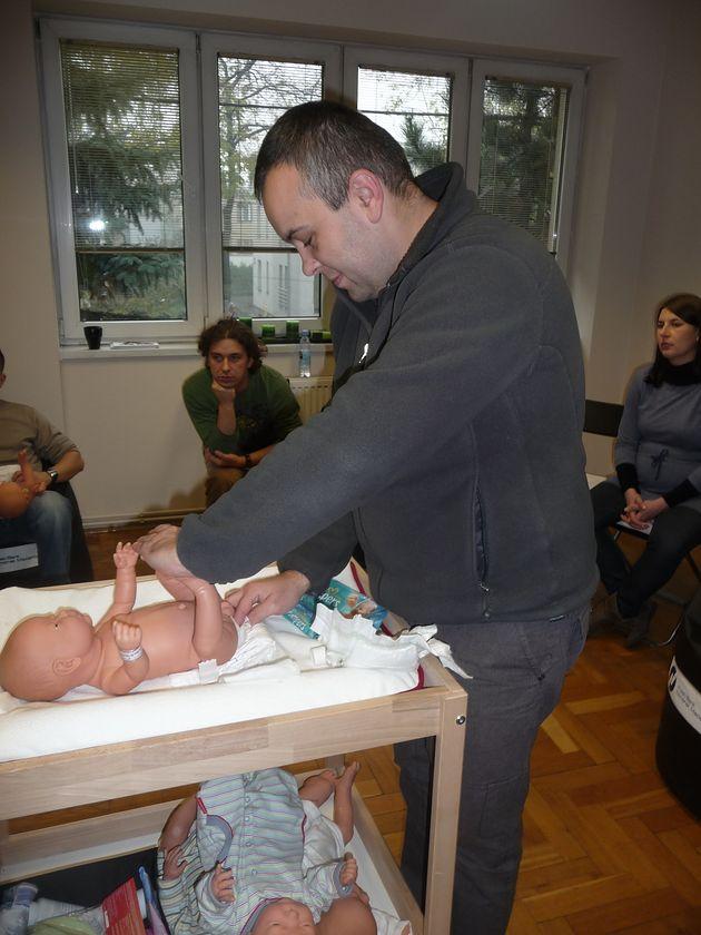 Coachingowa Szkoła Rodzenia MIŚ KULECZKA - przewijanie dziecka