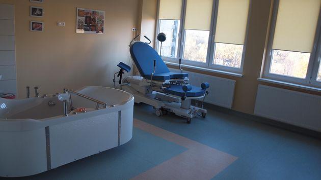 Sala porodów rodzinnych w Samodzielnym Publicznym Centralnym Szpitalu Klinicznym im. prof. Kornela Gibińskiego