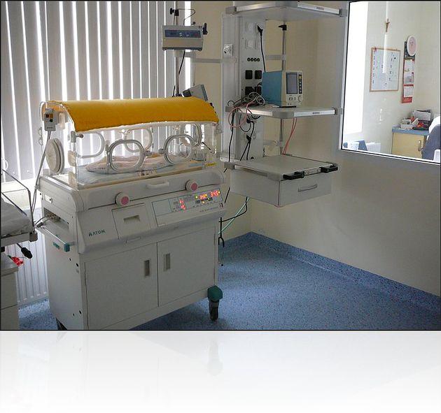 Inkubator dla noworodka w Szpitalu im. Gabriela Narutowicza w Krakowie