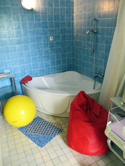 Worek sako, wanna i piłka na sali porodowej w Szpitalu Międzyleskim