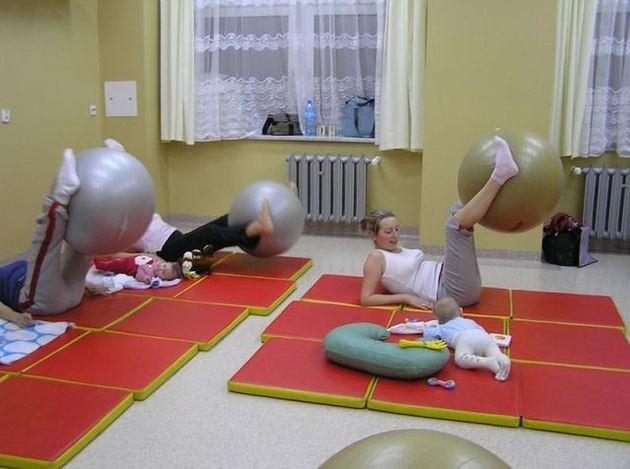 """Gimnastyka z maluszkami w szkole rodzenia """"Pod Szyndzielnią"""""""