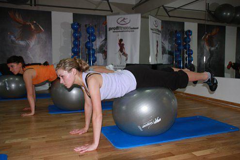 ćwiczenia z wykorzystaniem fit ball